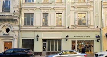 N284, Торговая площадь на улице Петровка