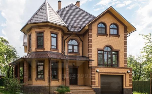 Дом в поселке Загорянский